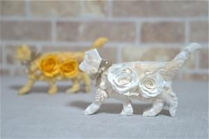 プリザーブドフラワーのネコのオブジェ