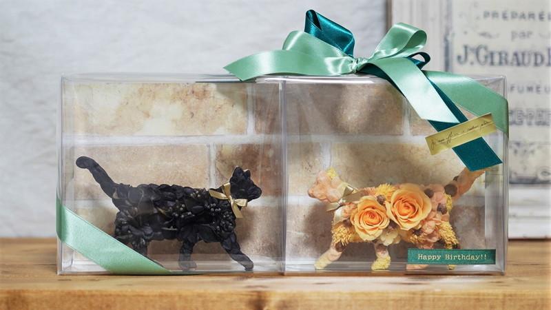 プリザーブドフラワーの猫のオブジェ